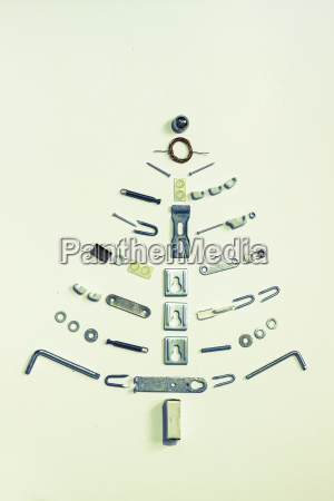juletrae dannet af hardware pa lys