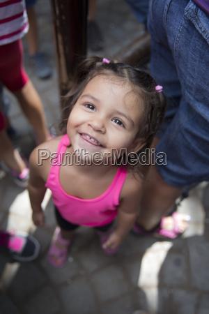 fnise smiler portraet lille betydningslos uvaesentlig