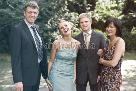 tyskland duesseldorf maend og kvinde smilende