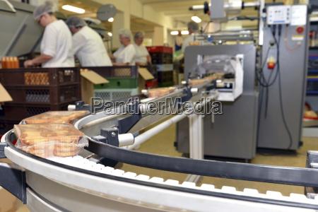 produktionslinje med cookies i en fodevareforarbejdningsvirksomhed