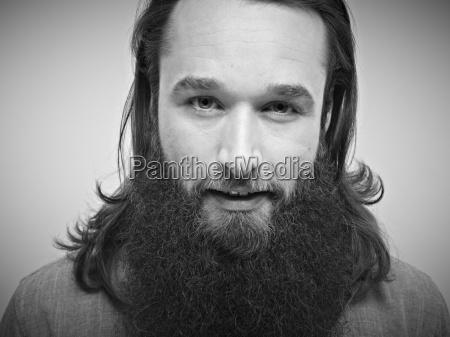 portraet af mid adult man smilende