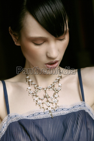 ung kvinde portraet retro stil