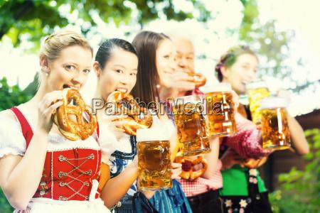 Ol haven venner drikker i bayern