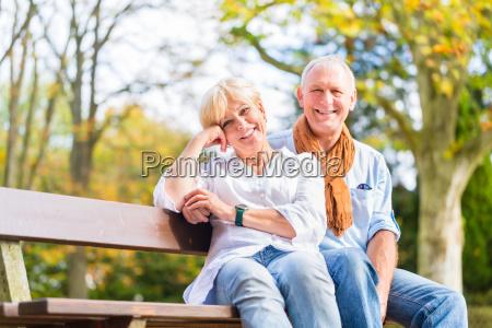 senior par sidder pa en del