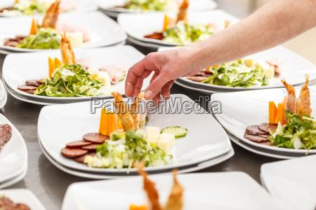appetitvaekker serveret pa en tallerken
