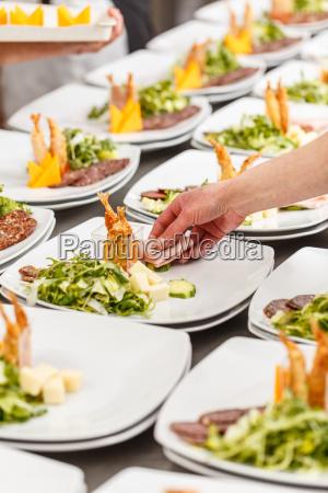 cook er garnishing appetitvaekker plader