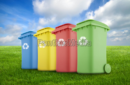 fire farverige genanvende bakker pa gront