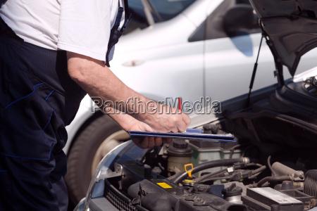 bil eller motor mekaniker kontrol af