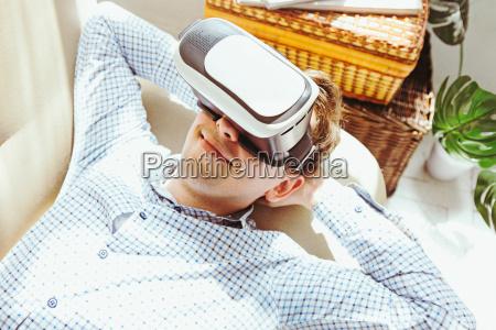 manden med briller af virtual reality