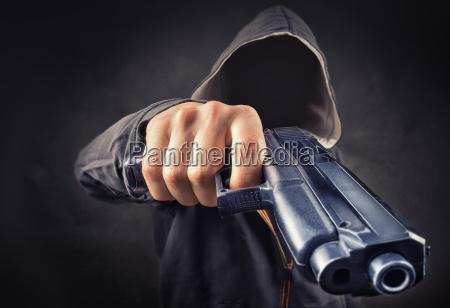 pericolo anonimo minaccia sparare pistola arma