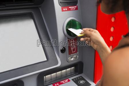 kvinde pushing kredit