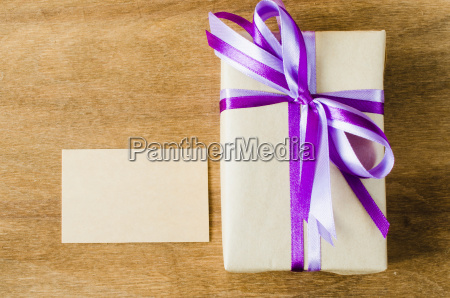 present with empty tag on wooden