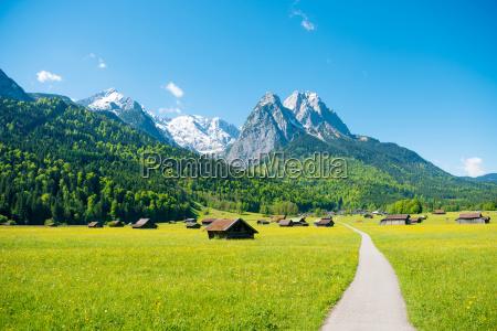 bjergpanorama i naerheden af garmisch partenkirchen