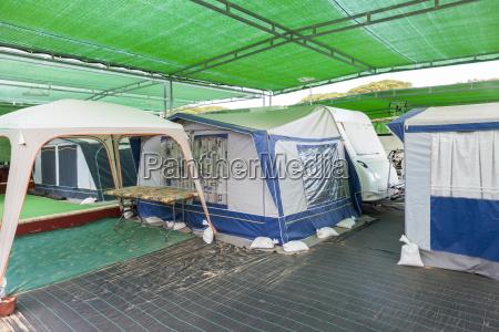 campingvogn og telte pa en campingplads