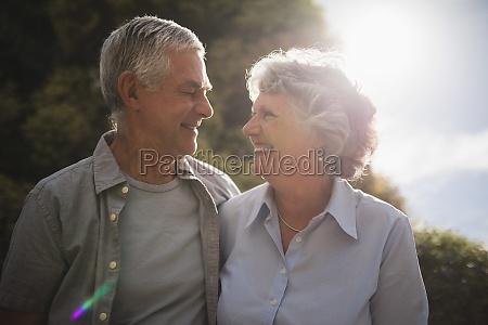 kvinde fnise smiler fritid livsstil afslapning