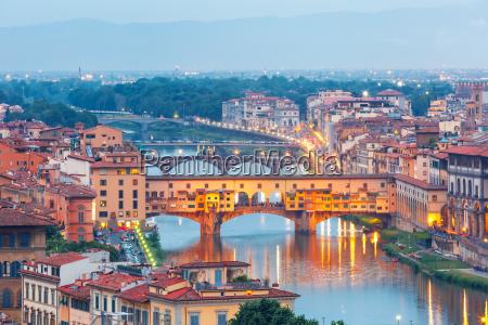river arno and ponte vecchio in