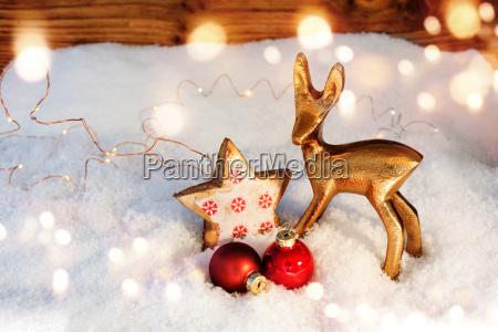juledekoration i sne