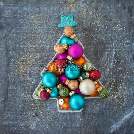 glaedelig farverige juledekorationer