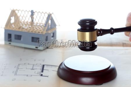 auktion symblical med ejendom