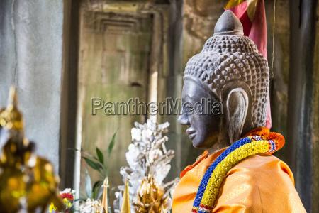 statue of shiva at ancient angkor
