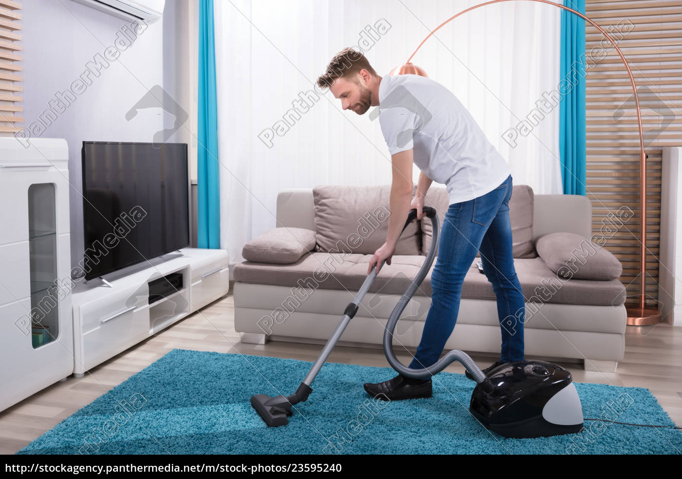man, cleaning, carpet, with, vacuum, cleaner - 23595240