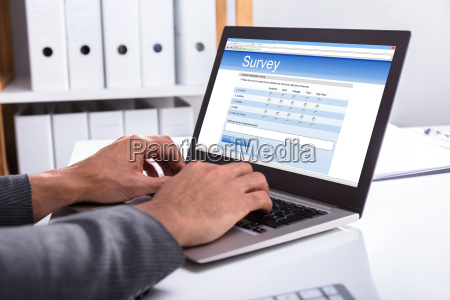 business person pafyldning online survey form