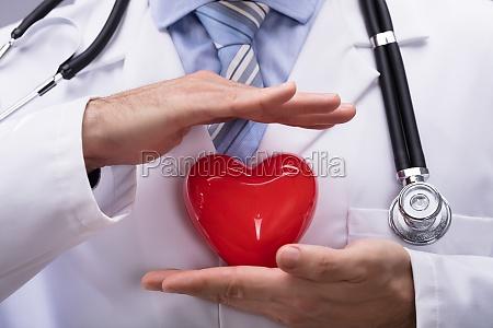 laege beskytter rode hjerte form