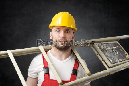 klodset arbejder med stigen
