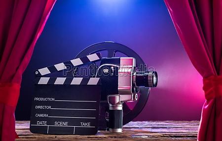 film kamera med clapperboard og film