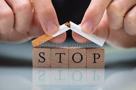 cigaret maend mand stoppe holder forhindre
