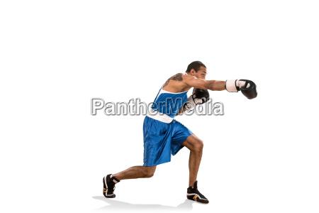 sporty mand under boksning ovelse billede