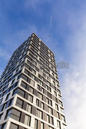 hus bygning flyvning moderne vindue sollys