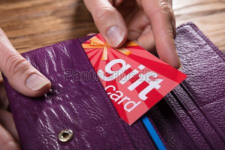 hand person gave kort indstikskort besiddelse