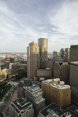 høj, vinkel, visning, af, moderne, bygninger - 25043192