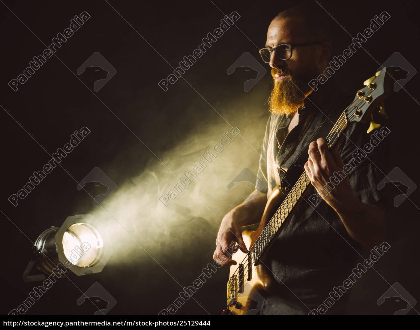 bearded, man, spiller, bass, guitar, med - 25129444