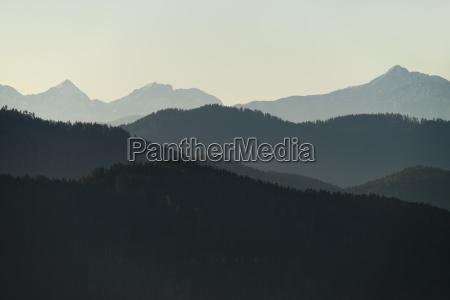 bjergkaeder i haze