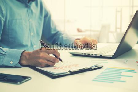 mennesker folk personer mand kontor notebook