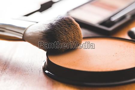 makeup pulver og pensel