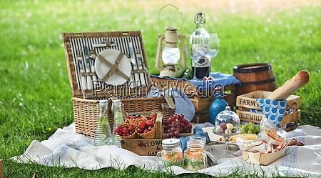 vintage picnic haemmer med frokost i