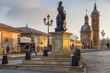 triana al arte flamenco monument at