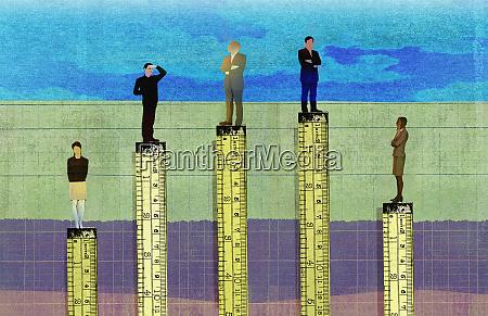 forretningsmaend hojere end forretningskvinder i virksomhedshierarkiet