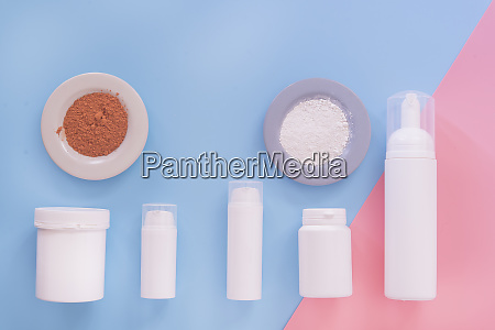 raekke af containere til kosmetik