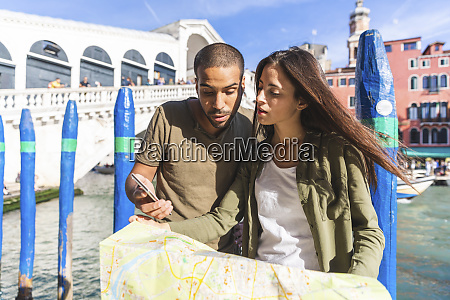italy venice couple looking at map