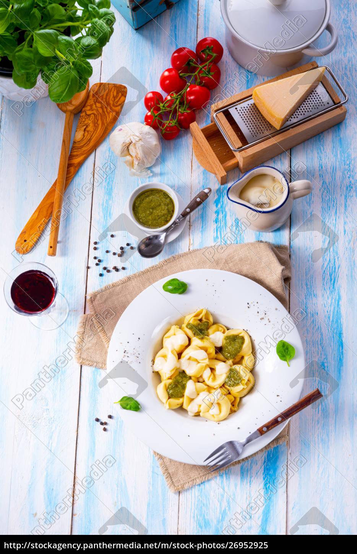 tortellini, di, formaggio, med, basilikum, pesto - 26952925