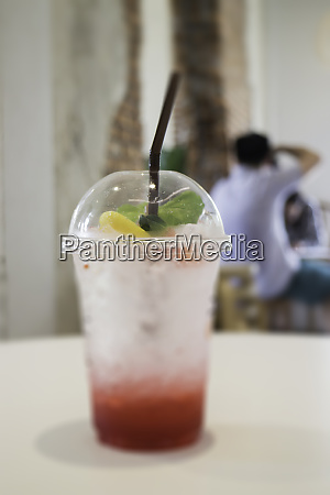 forfriskning drink med iset mix baer
