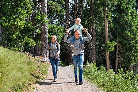 familie walking vandresti