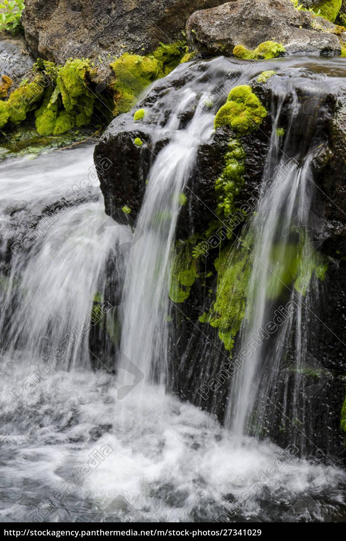lillestrøm, cascading, over, klipper, i, bjergene - 27341029