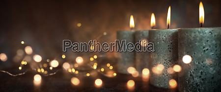 stearinlys med festligt lys