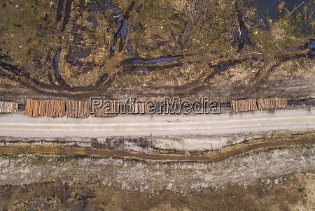 luftfoto af tom grusvej i et