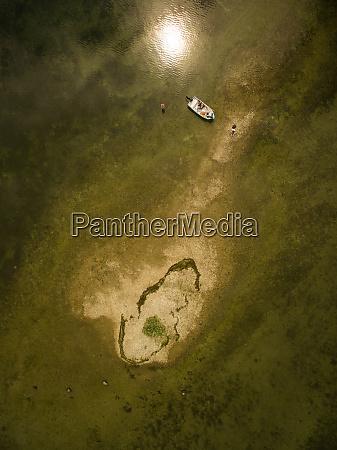 luftfoto af en familie der fisker